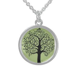 音楽木の緑の純銀製の円形のネックレス スターリングシルバーネックレス
