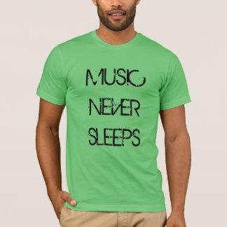 """""""音楽決してTシャツ""""は眠りません Tシャツ"""