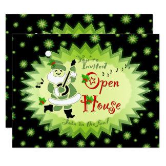 音楽的なサンタの小妖精や小人のクリスマスのオープンハウスの招待状 カード