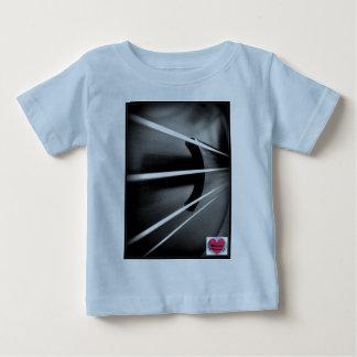 音楽的な寿命のチェロはベビーのTシャツをひもでつなぎます ベビーTシャツ