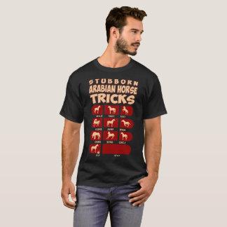 頑固で頑固な馬はおもしろいなTシャツのトリックをトリックします Tシャツ
