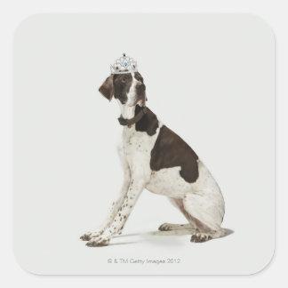 頭部にティアラと坐っている犬 スクエアシール
