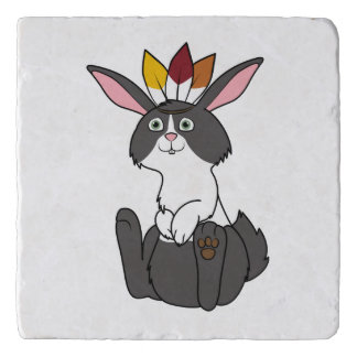 頭飾りが付いている感謝祭の黒く及び白いウサギ トリベット