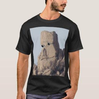 顔のワイシャツが付いている大きい石 Tシャツ