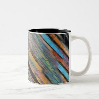 顕微鏡の下のビール ツートーンマグカップ