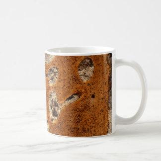 顕微鏡の下の恐竜の骨 コーヒーマグカップ