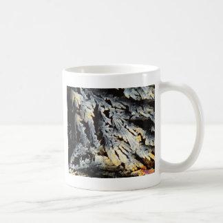 顕微鏡の下のDiclofenacの水晶 コーヒーマグカップ