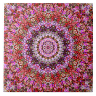 顕著で赤く、ピンクの花の目まぐるしい タイル