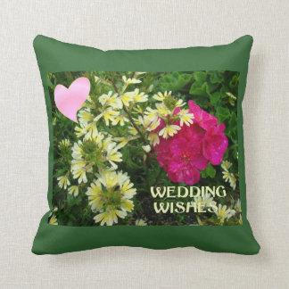 願い、ハートおよび花の結婚 クッション