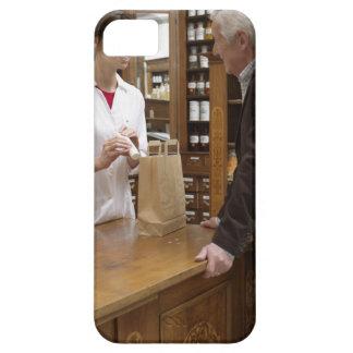 顧客に助言しているメスの薬剤師 iPhone SE/5/5s ケース