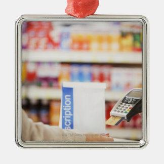 顧客のための安全装置を握っている薬剤師 メタルオーナメント