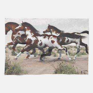 風のような操業-疾走するペンキの馬 キッチンタオル
