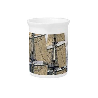 風の強い日の黒いコルベットの船の航行 ピッチャー