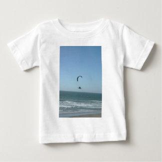 風の競争 ベビーTシャツ
