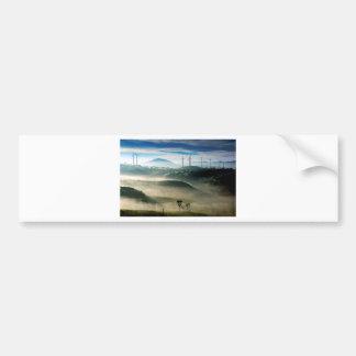 風力発電地帯の景色の景色の朝の霧 バンパーステッカー