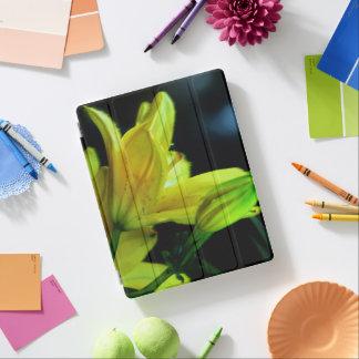 風効果の黄色いユリ iPadスマートカバー