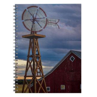 風車および納屋の螺線形ノート ノートブック