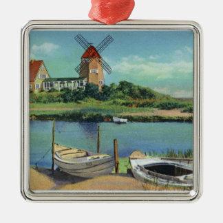 風車の風変わりで古風なケープコッド、眺めおよびボート メタルオーナメント