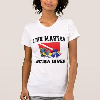 飛び込みのマスターのスキューバダイバーの女性 Tシャツ