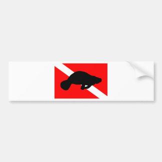 飛び込みの旗のマナティー バンパーステッカー