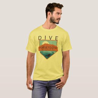 飛び込みのHorsetoothの貯蔵所のバッジ Tシャツ