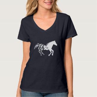 飛ぶ鳥が付いている白馬のシルエット Tシャツ