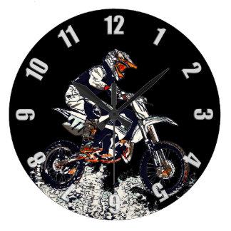 飛んでいるで高いモトクロスの土バイクのレーサー ラージ壁時計
