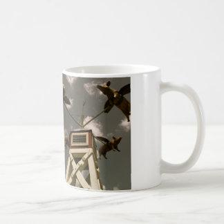 飛んでいるなブタ コーヒーマグカップ