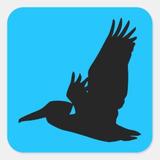 飛んでいるなペリカンのシルエットのスカイブルー スクエアシール