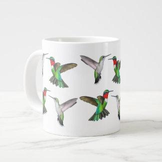 飛んでいるなルビー色のThroatedハチドリのマグ ジャンボコーヒーマグカップ