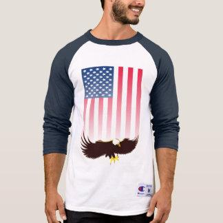 飛んでいるなワシおよび米国旗 Tシャツ
