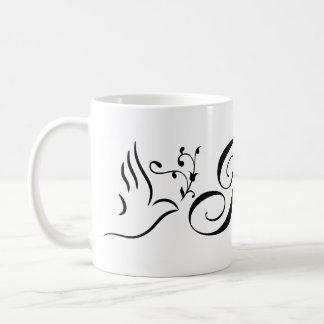 飛んでいるな平和鳩のオリーブの枝の白の背景 コーヒーマグカップ