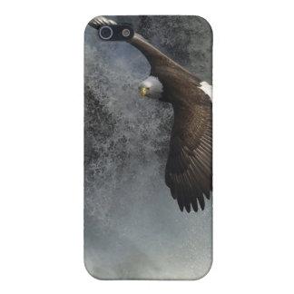 飛んでいるな白頭鷲及び滝の野性生物のiPhoneの場合 iPhone 5 ケース