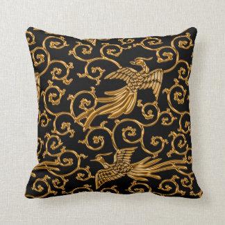 飛んでいるな金鳥のアラベスク クッション
