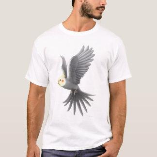 飛んでいるなCockatielのオウムのTシャツ Tシャツ