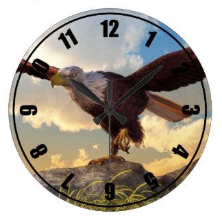 飛行を取っているワシ ラージ壁時計