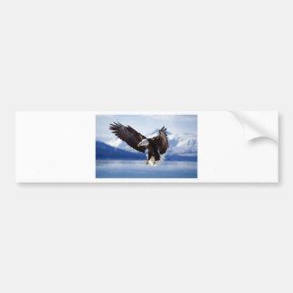 飛行中のアラスカのワシ バンパーステッカー