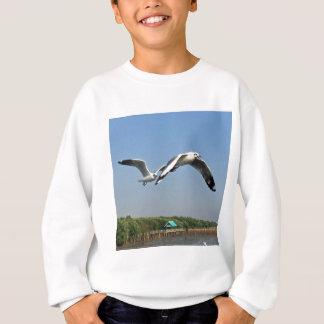 飛行中のカモメ スウェットシャツ