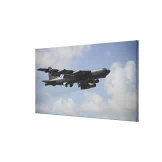 飛行中の米国空軍B-52 Stratofortress キャンバスプリント
