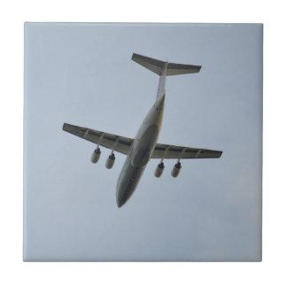 飛行中のAvro RJ85のジェット機 タイル