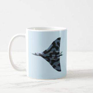 飛行中のVulcanの爆撃機 コーヒーマグカップ