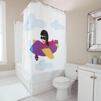 飛行機での男の子の飛行 シャワーカーテン