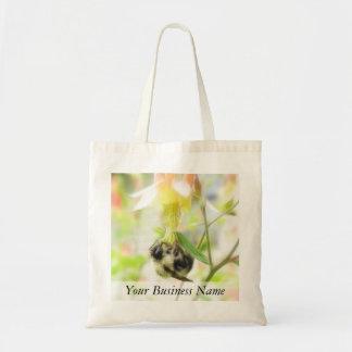 食べ物を与えること-オダマキ(植物)の蜂 トートバッグ