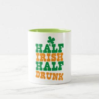 飲まれる半分アイルランドの半分 ツートーンマグカップ