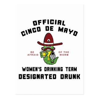 飲まれるCinco deメーヨーの女性の飲むチーム ポストカード