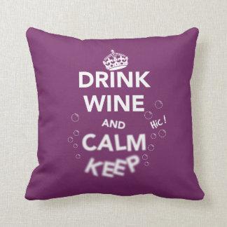 飲み物のワインおよび平静は保ちます(白) クッション