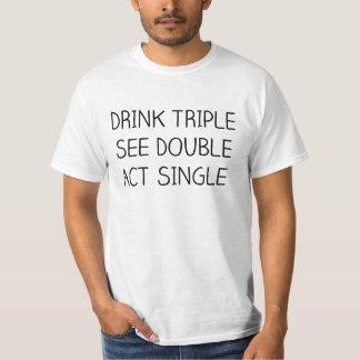 飲み物の三倍は、倍、行為の単一の休日のティーを見ます Tシャツ