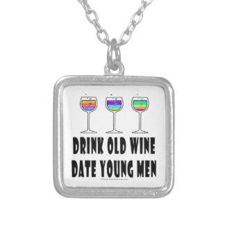 飲み物の古いワイン-日付の若者 シルバープレートネックレス