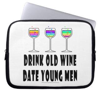 飲み物の古いワイン-日付の若者 ラップトップスリーブ