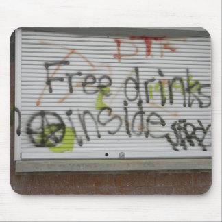飲み物の落書きのmousepadを解放して下さい マウスパッド
